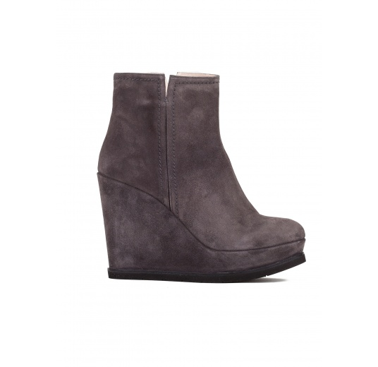 Wedge ankle boots in asphalt grey suede Pura L�pez