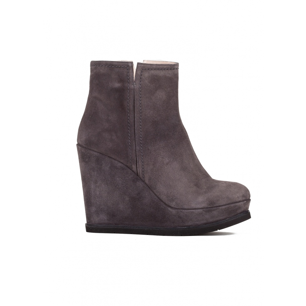 Wedge ankle boots in asphalt grey suede