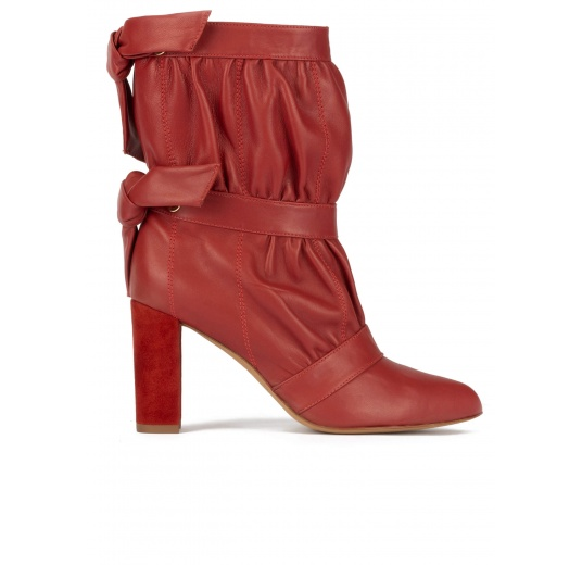 High block heel pointy toe ankle boots in tile red leather Pura López