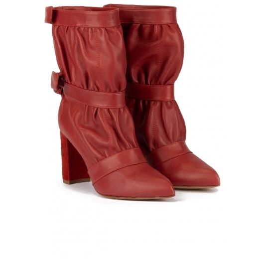 Botines de tacón ancho y punta fina en piel rojo teja Pura López