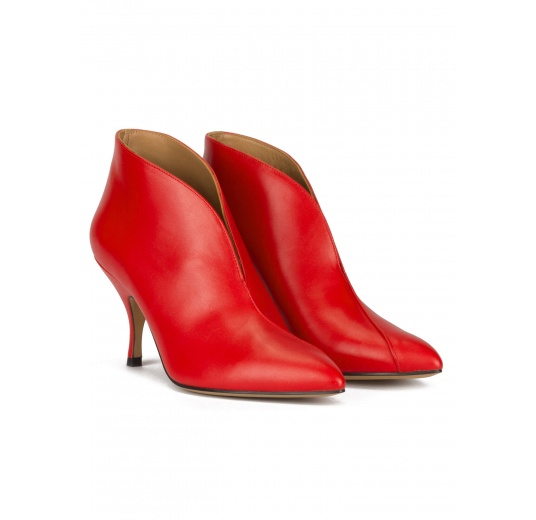 Curved heel point-toe ankle boots in red leather Pura López