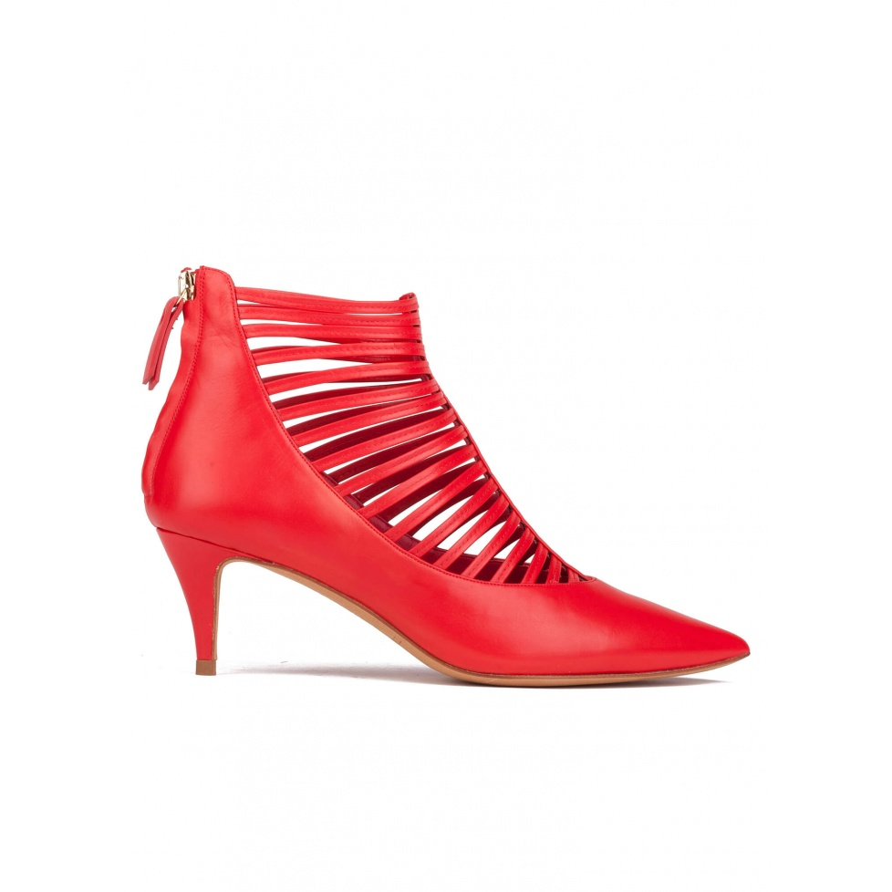Mid heel shoes in red leather