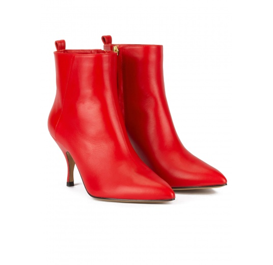 Curved heel pointy toe ankle boots in red leather Pura López