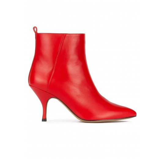 Curved heel pointy toe ankle boots in red leather Pura L�pez