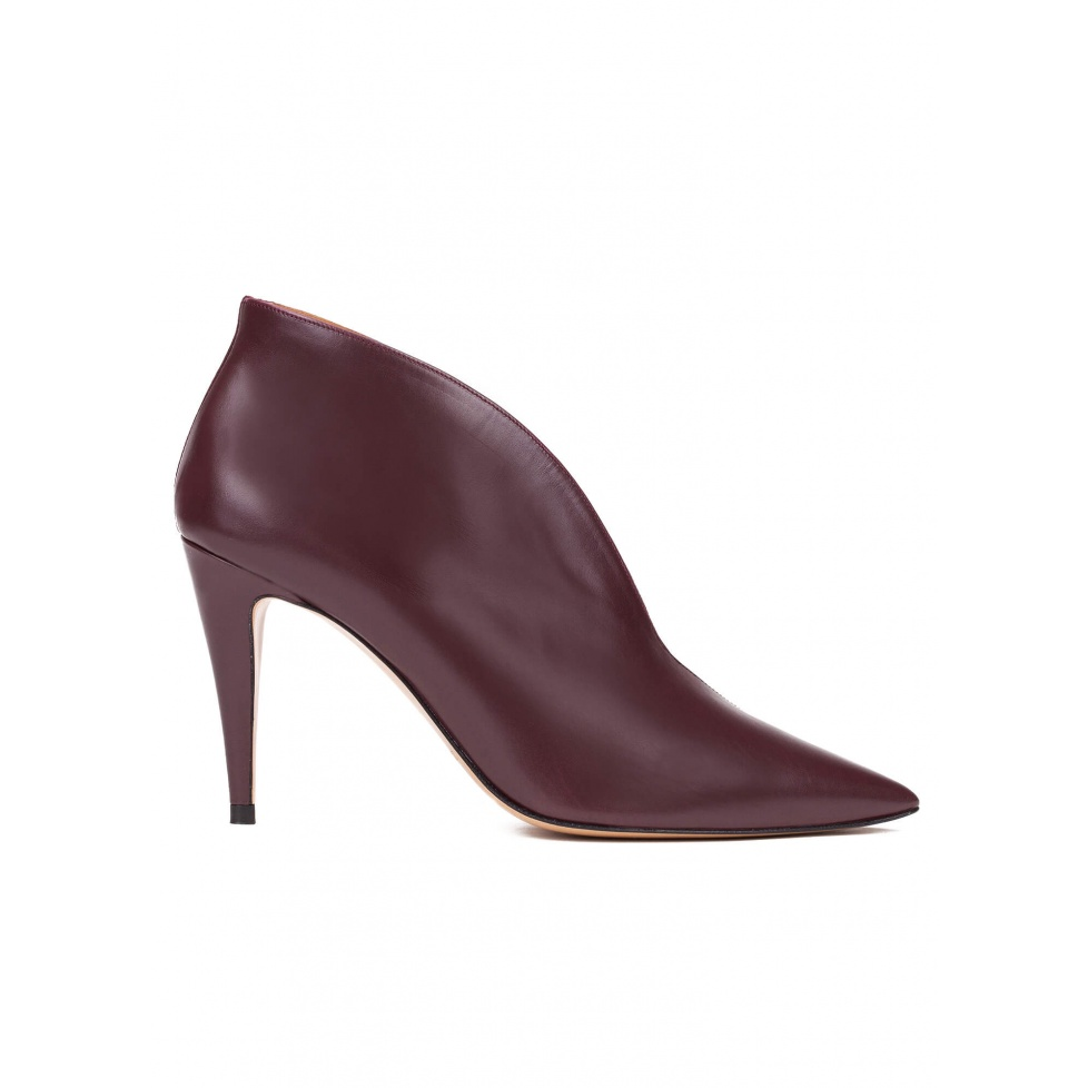 High heel ankle boots in aubergine leather
