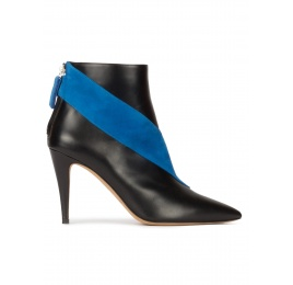 Heeled pointy toe ankle boots in black leather with blue band Pura López