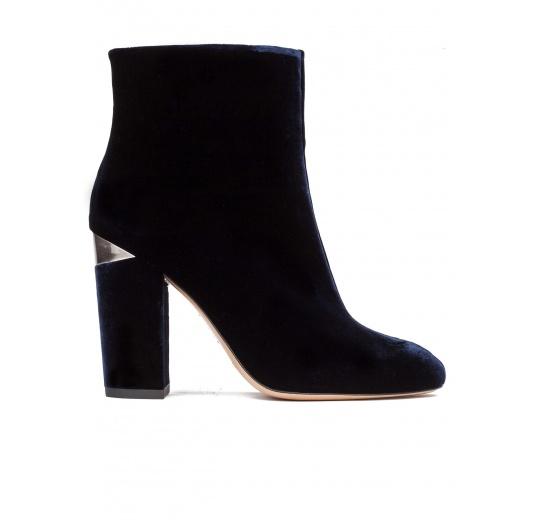 High block heel ankle boots in night blue velvet Pura L�pez