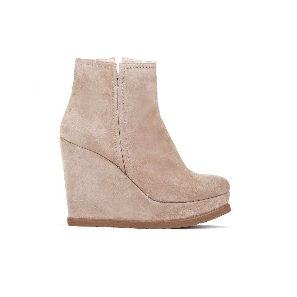 Wedge ankle boots in taupe suede