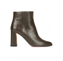 High block heel ankle boots in khaki green leather Pura López