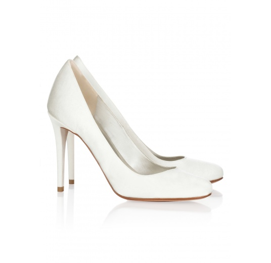 High hee bridal pumps in offwhite satin Pura L�pez