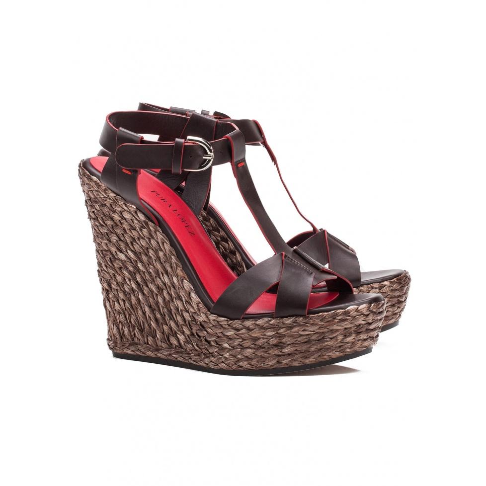 Sandalia de cuña en piel marrón - tienda de zapatos Pura López