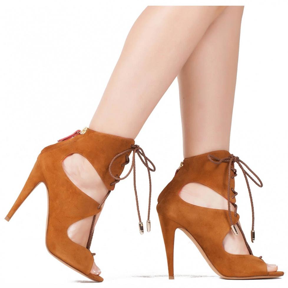 Sandalia de tacón alto en camel - tienda de zapatos Pura López