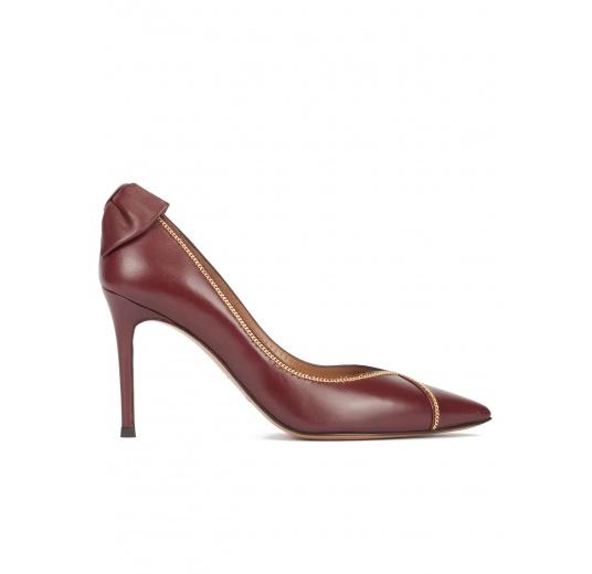Zapatos de tacón alto en piel color burdeos con lazo en talón Pura L�pez