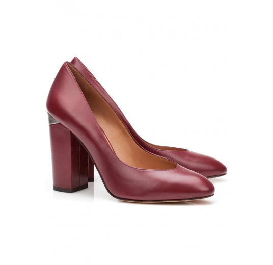 High block heel pumps in burgundy leather Pura L�pez