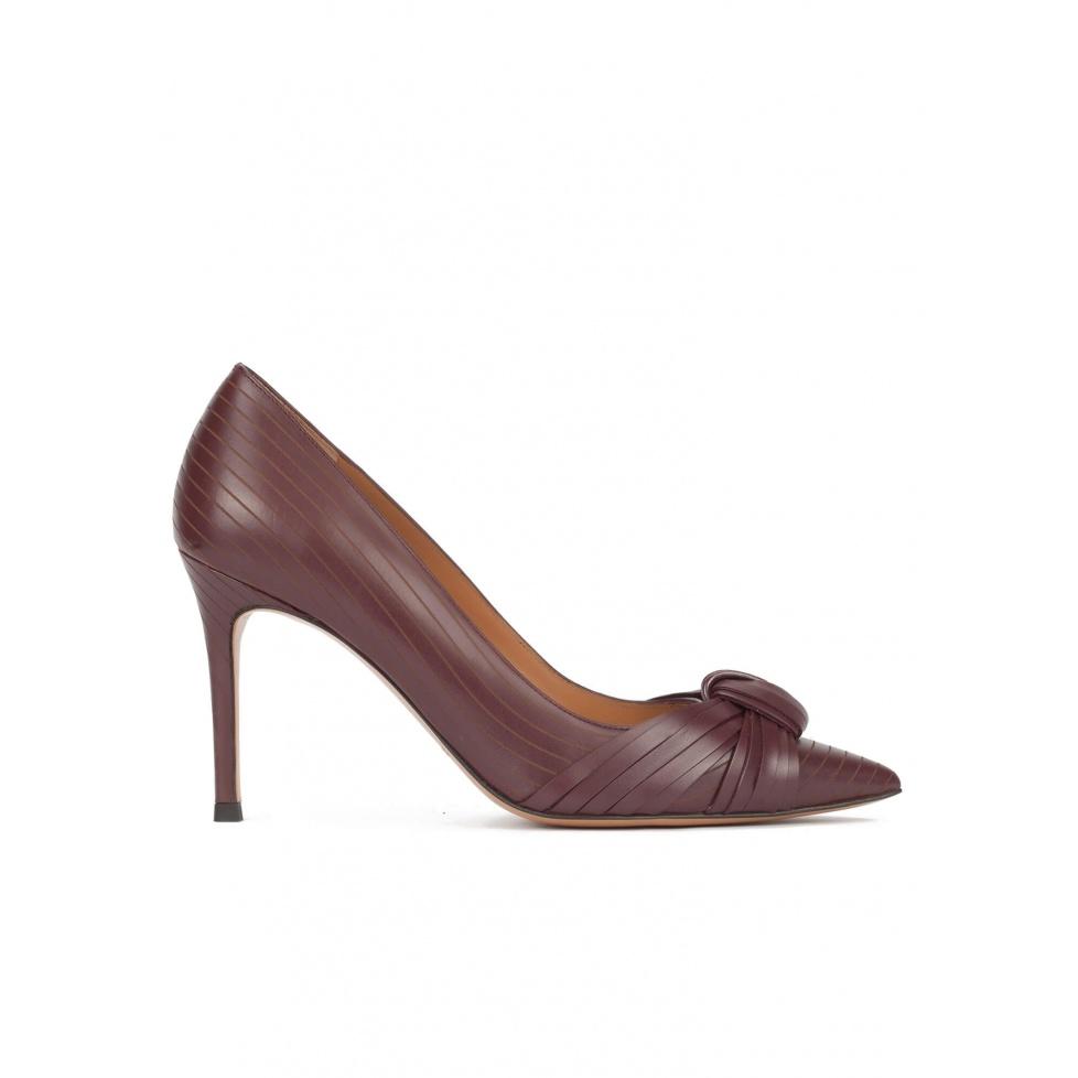 Knot-embellished high heel pumps in burgundy leather