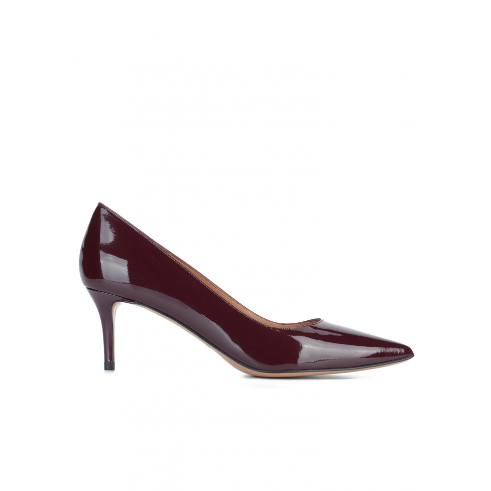 Classic heels in burgundy patent leather