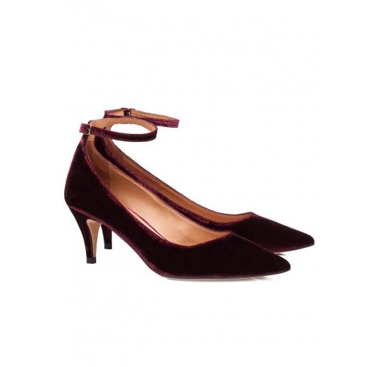 Ankle strap mid heel pumps in burgundy velvet Pura L�pez