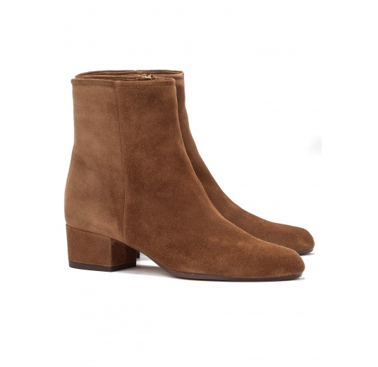 Low heel ankle boots in brown suede Pura L�pez