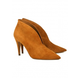High heel ankle boots in chestnut suede Pura López