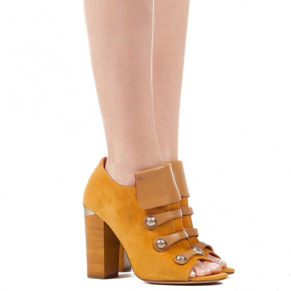 Botín de tacón grueso en ante camel - tienda de zapatos Pura López