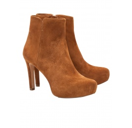 Mid heel ankle boots in chestnut suede Pura López