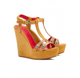 Wedge sandals in tobacco suede Pura López