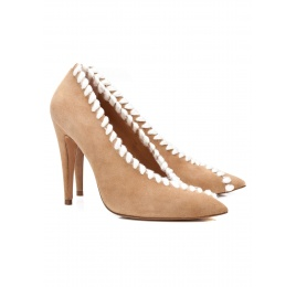 V-cut high heel pumps in camel suede with woolen stitching Pura López