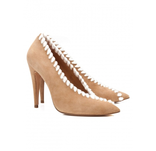 V-cut high heel pumps in camel suede with woolen stitching Pura L�pez