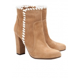 High heel ankle boots in camel suede Pura López