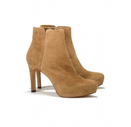 Mid heel ankle boots in camel suede Pura López