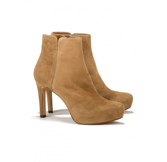 Mid heel ankle boots in camel suede Pura L�pez