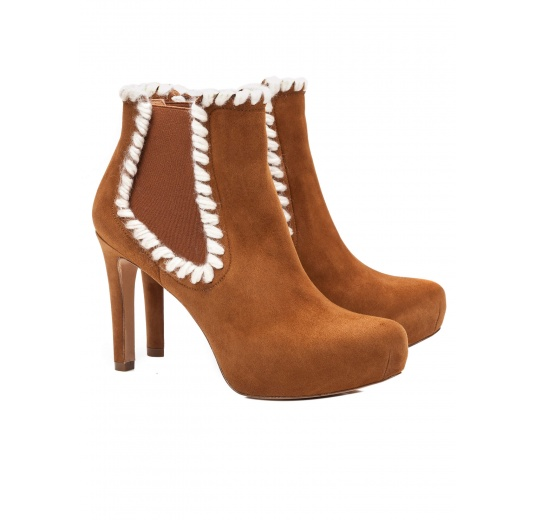 Elasticated mid heel ankle boots in chestnut suede Pura L�pez