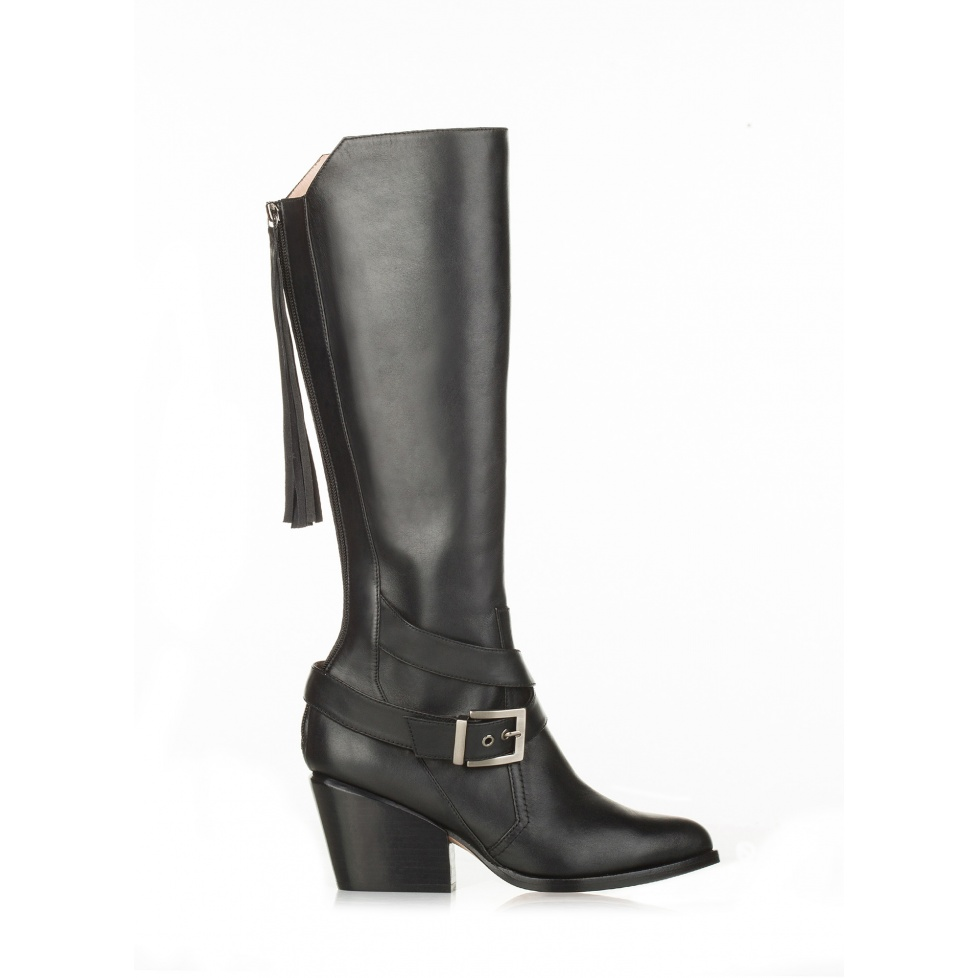 Mid heel boots in black leather