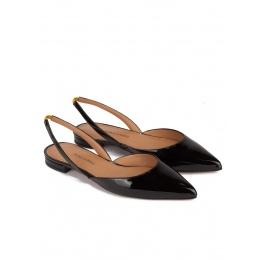 Zapatos planos de punta fina en charol negro Pura López