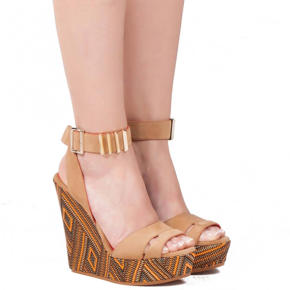 Sandalia de cuña en ante avellana - tienda de zapatos Pura López