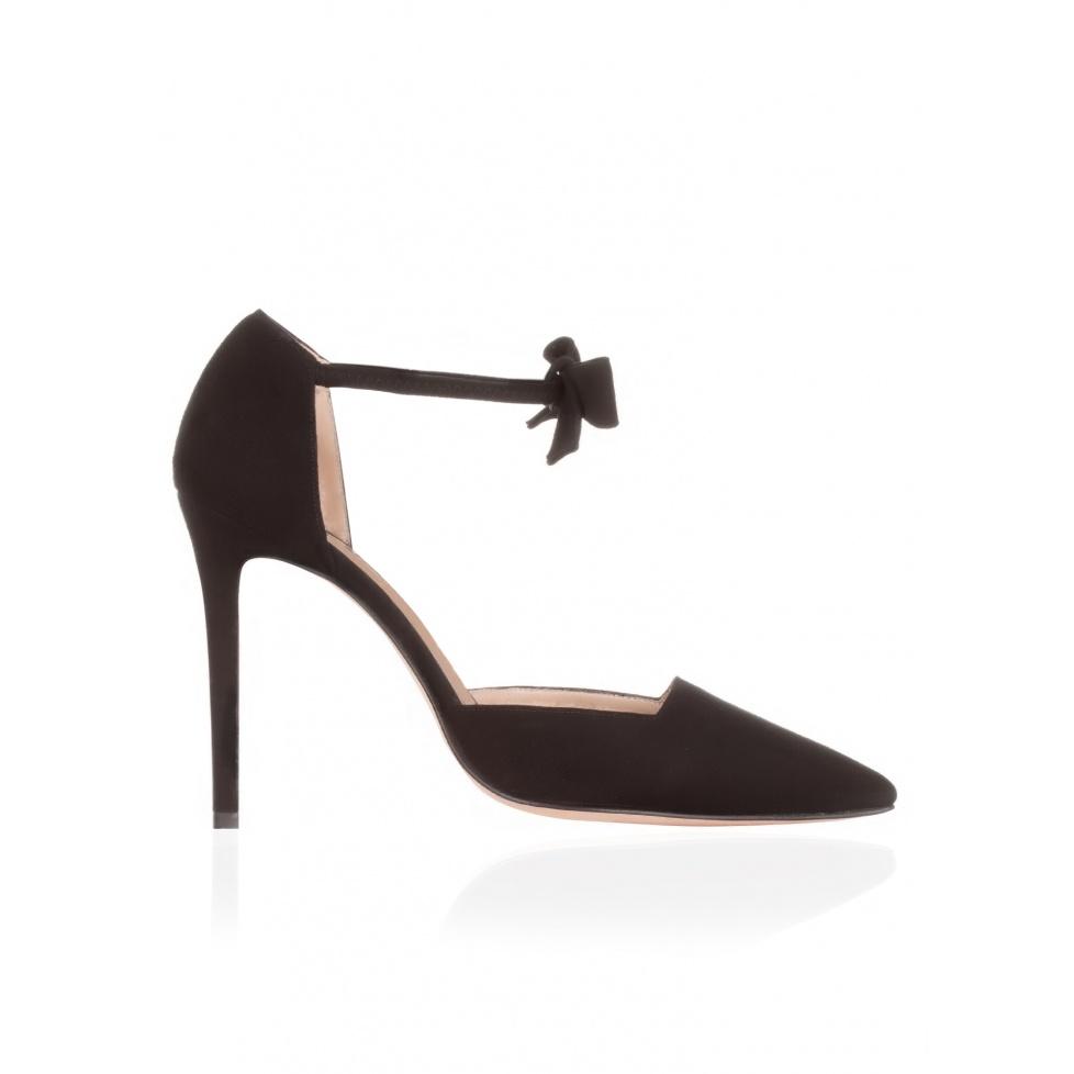 High heel shoes in black suede