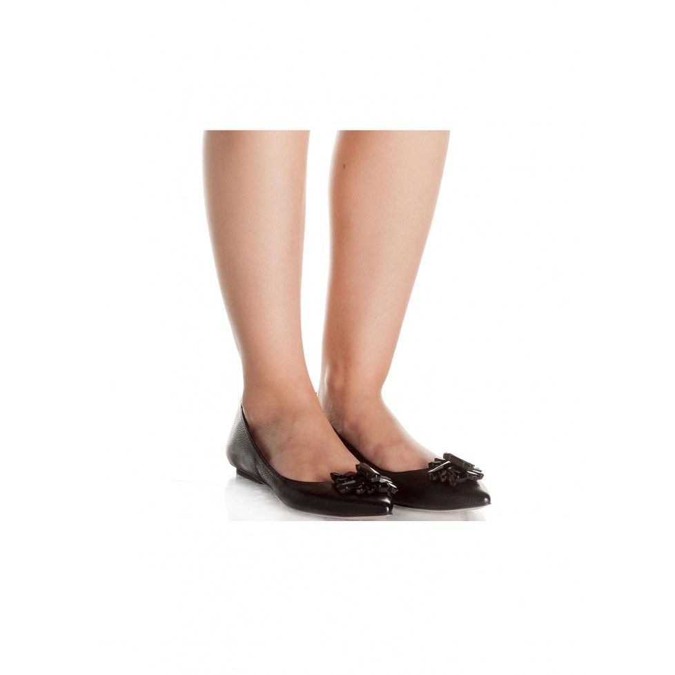 Flat shoes in black leather