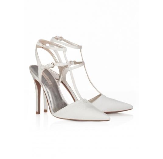 Zapatos de novia con punta fina en raso blanco roto Pura L�pez
