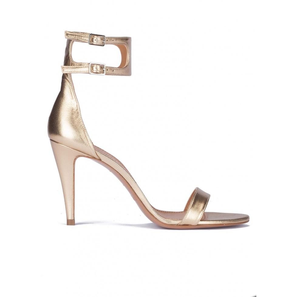 Sandalias de tacón en piel metalizada dorada