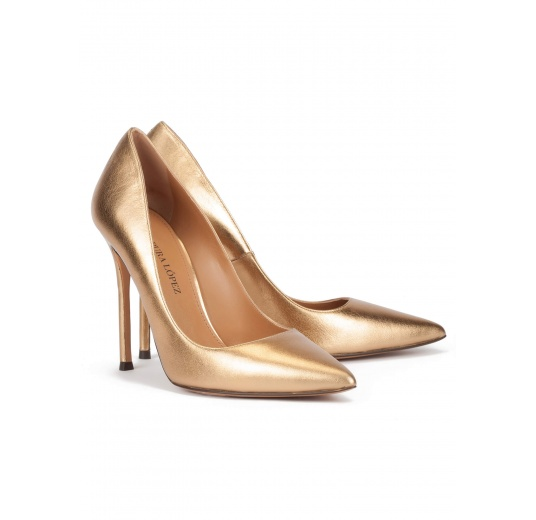 High heel pointy toe pumps in golden leather Pura L�pez