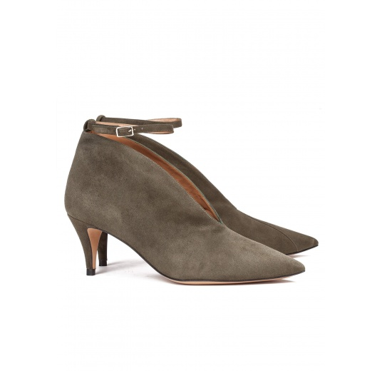 Ankle strap mid heel shoes in army green suede Pura López