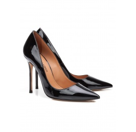 High heel pumps in black patent leather Pura López