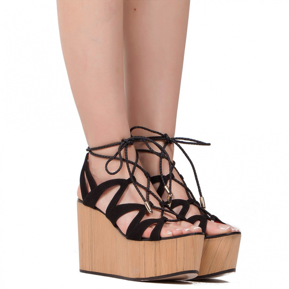 Sandalia de cuña en ante negro - tienda de zapatos Pura López