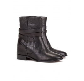 Concealed wedge ankle boots in black leather Pura López