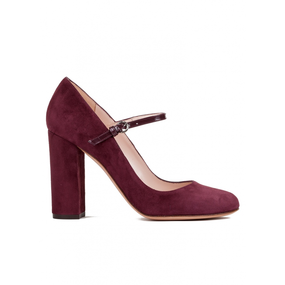 High heel shoes in burgundy suede