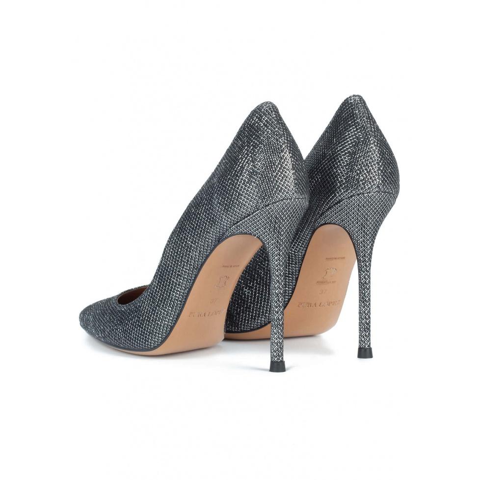 Zapatos metalizados de tacón alto y punta fina