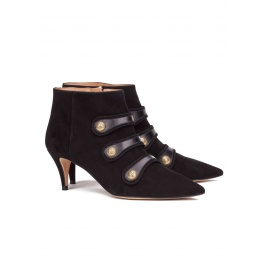 Button-embellished mid heel ankle boots in black suede Pura López