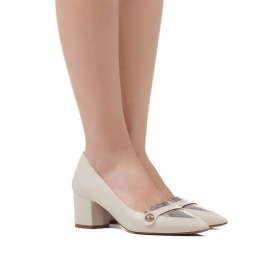 Mid heel shoes in cream leather and roccia snake leaher Pura López