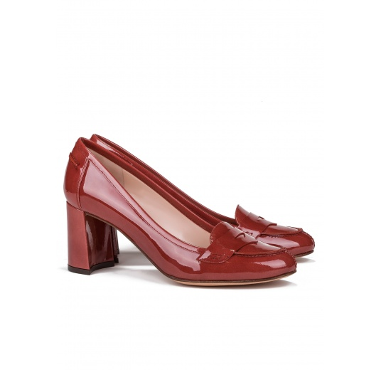 Mid heel shoes in reddish brown patent leather Pura L�pez