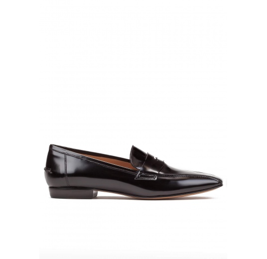 Flat loafers in black glossed leather Pura L�pez